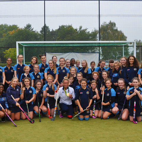 Susannah Townsend and pupils gather at the end of masterclass