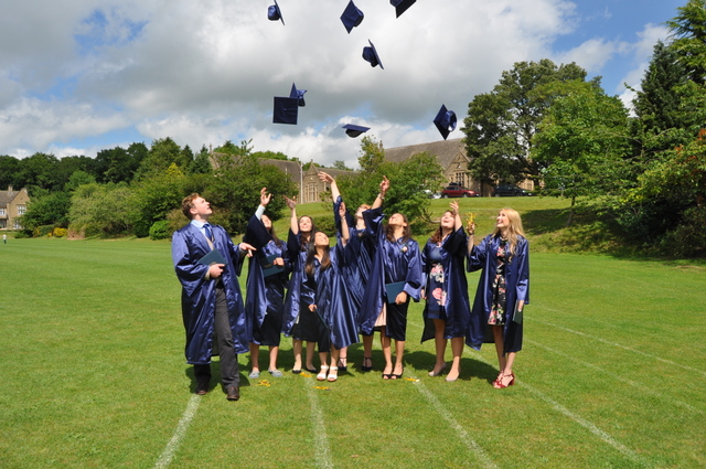 Kingham Hill School American Program pupils graduate